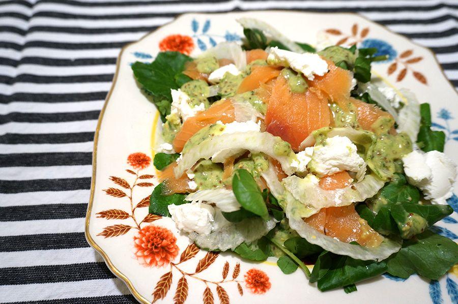 receita | salada de salmão defumado com queijo de cabra e molho de mostarda