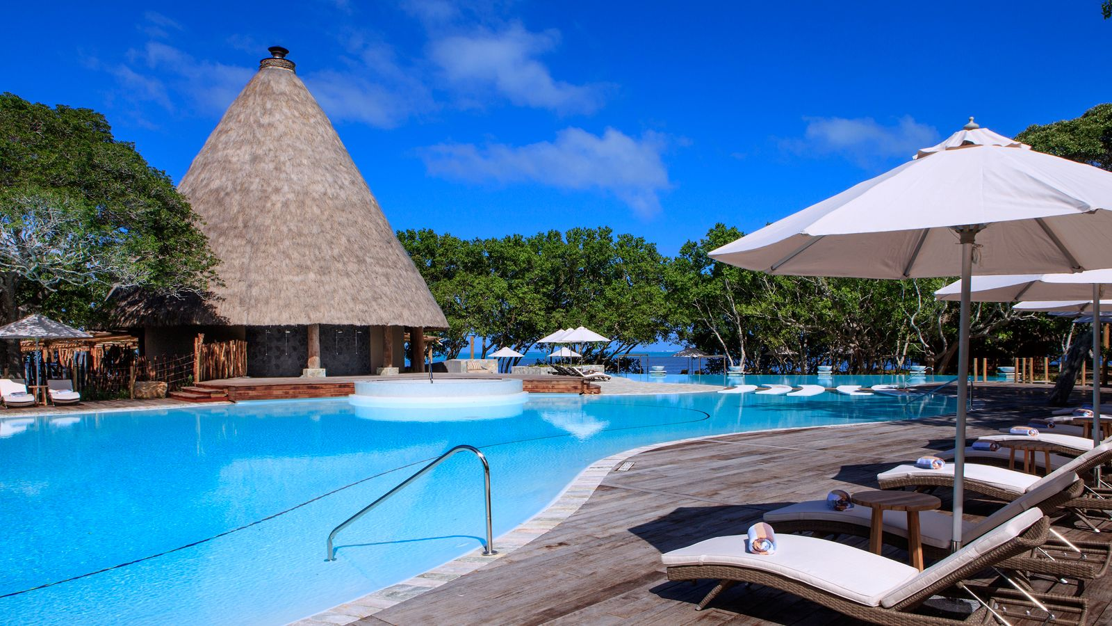Sheraton New Caledonia Deva Spa and Golf Resort  swimming