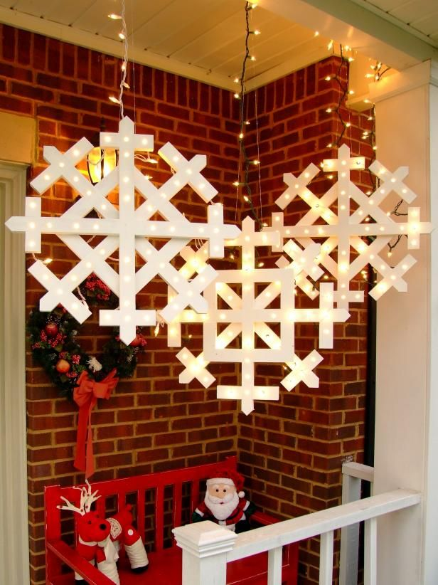 How To Make Wooden Snowflakes With Lights Christmas Decorations Diy Outdoor Diy Christmas Lights Outdoor Christmas Diy
