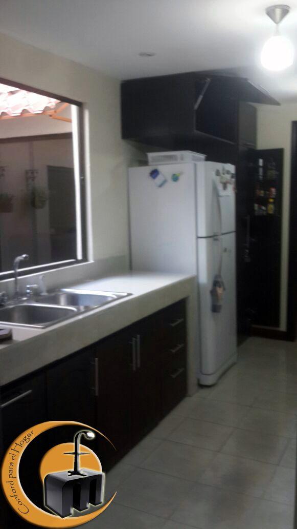 Mueble cocina estructura melamina con las puertas con dibujo en ...