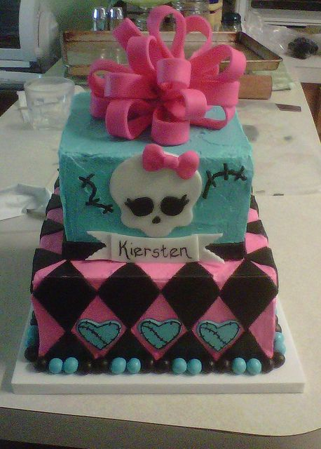 Monster's High Cake. fondant black diamonds on pink BC