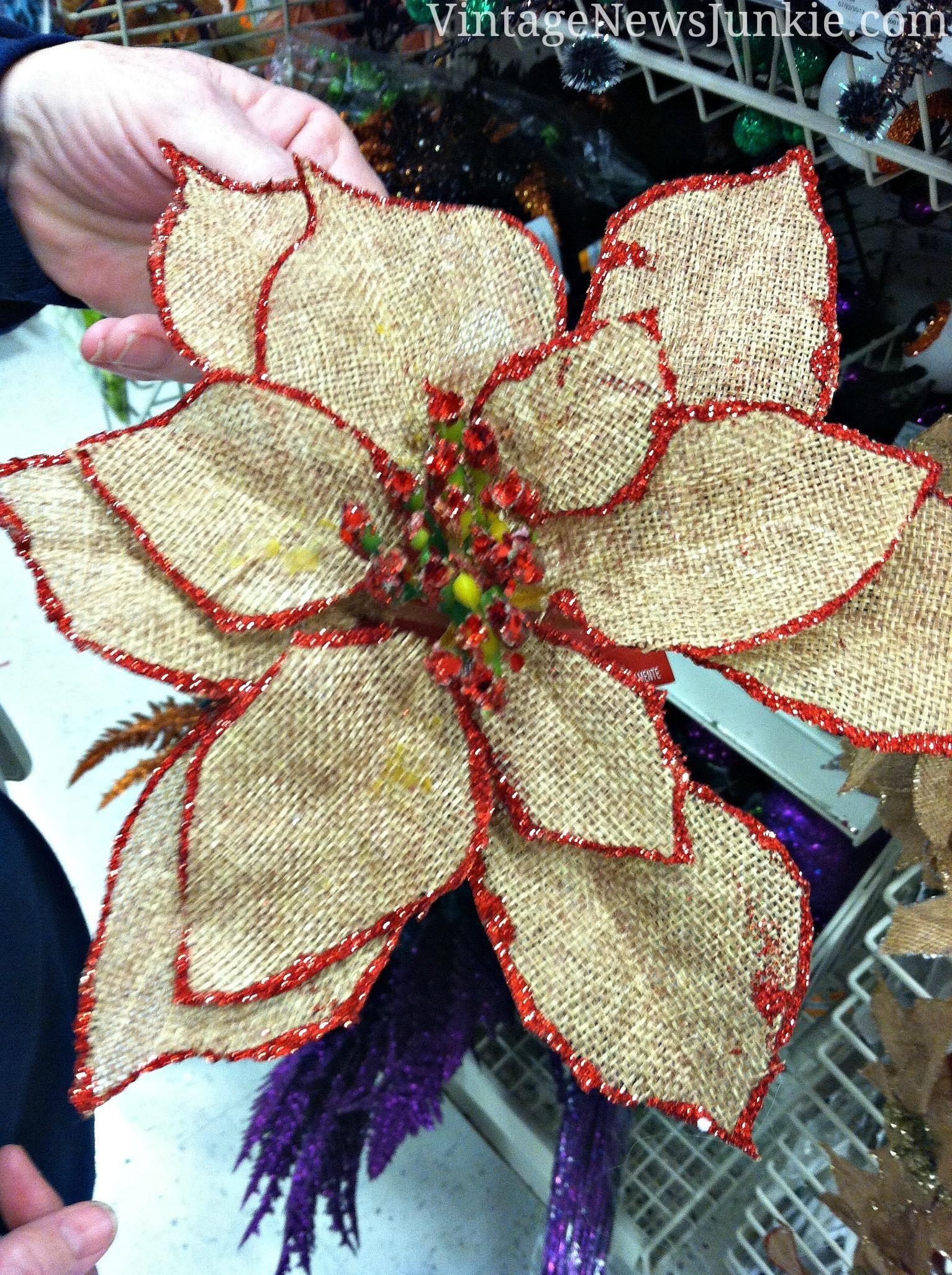 Flor de pascua hecha con tela de saco y rematada en punto - Manualidades con tela de saco ...