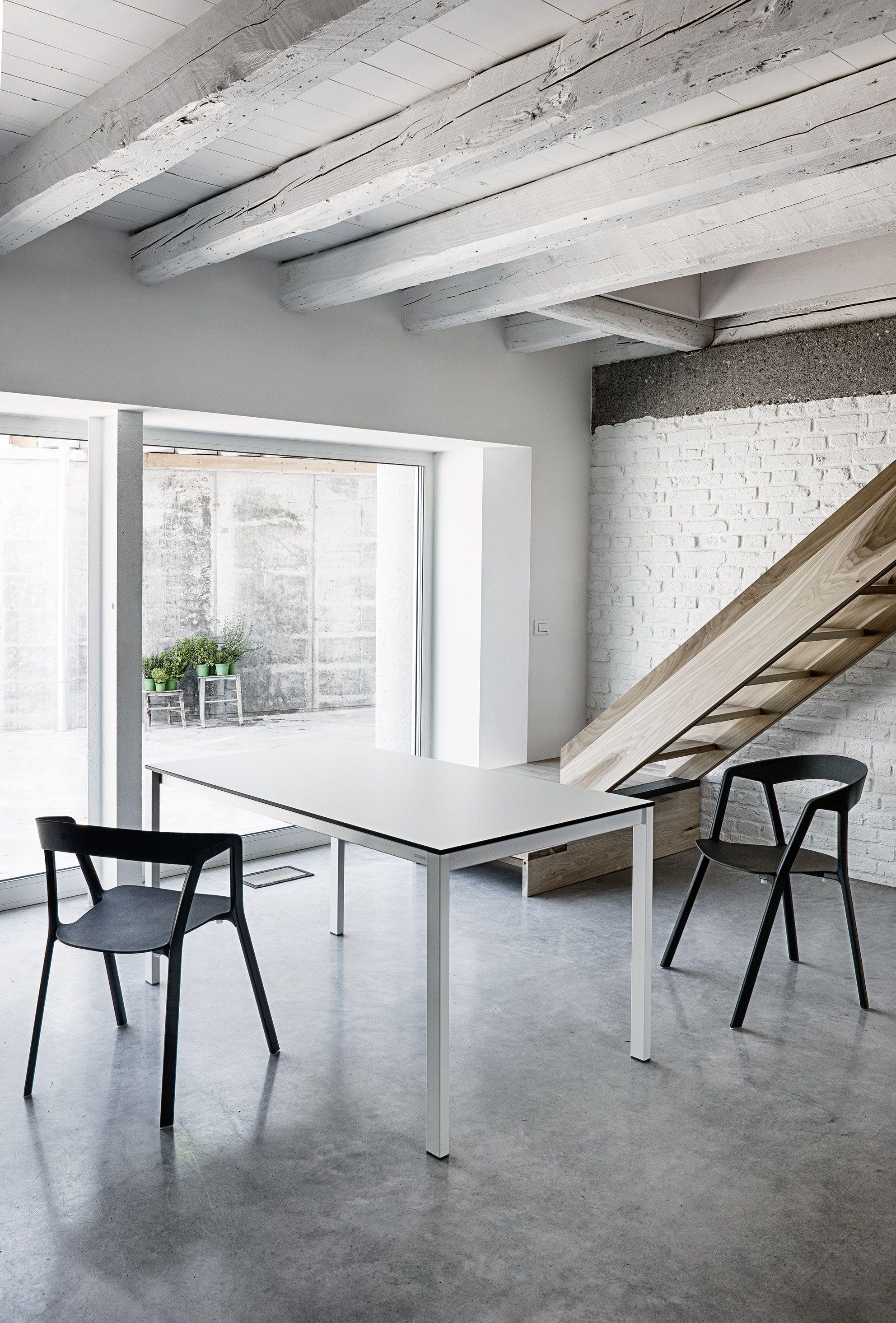 Arredare soggiorno con cucina a vista arredare casa con for Arredare casa con travi a vista