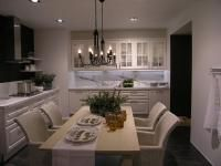 Jak Wyglada Styl Romantyczny Kuchenne Meble W Stylu Romantycznym Sprawiaja Ze Kuchnia Jest Jasna I Sloneczna Sa Przewaznie Wykonan Home Decor Furniture Home
