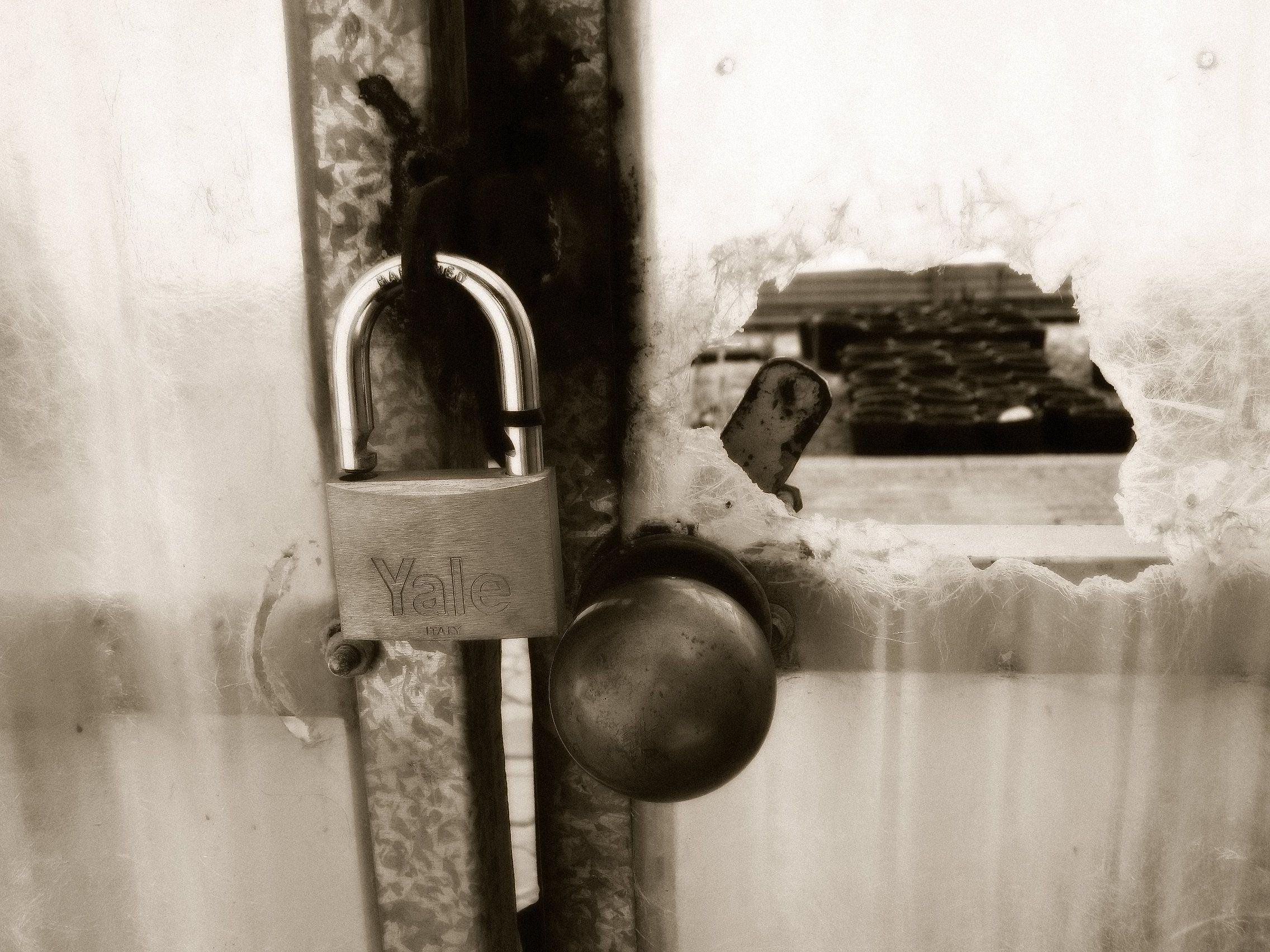 قفل أو باب مكسور Personalized Items