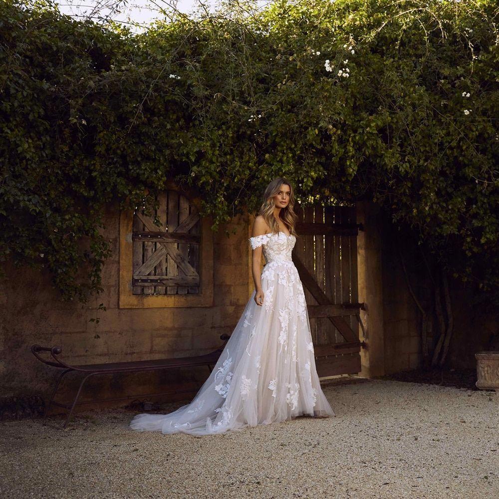 Vivid Weddings Nab Inspo Out Of This Exciting Weddings Springweddingideasdiy Princess Wedding Gown Summer Wedding Dress Beach Wedding Dresses [ 1000 x 1000 Pixel ]