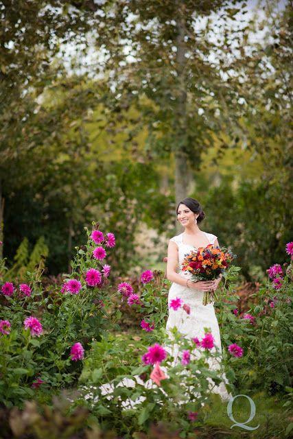 Beautiful fall autumn barn wedding near Salem Oregon. Green Villa Barn & Gardens