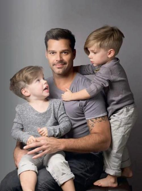 They make the most adorable family. #RickyMartin #MatteoMartin #ValentinoMartin