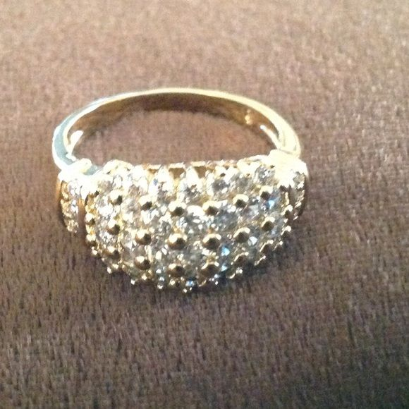 Gold Tone Fashion CZ Pyramid Cluster Ring size 9 Beautiful costume ring. For fashion purposes only. NOT real gold or diamonds. Jewelry Rings