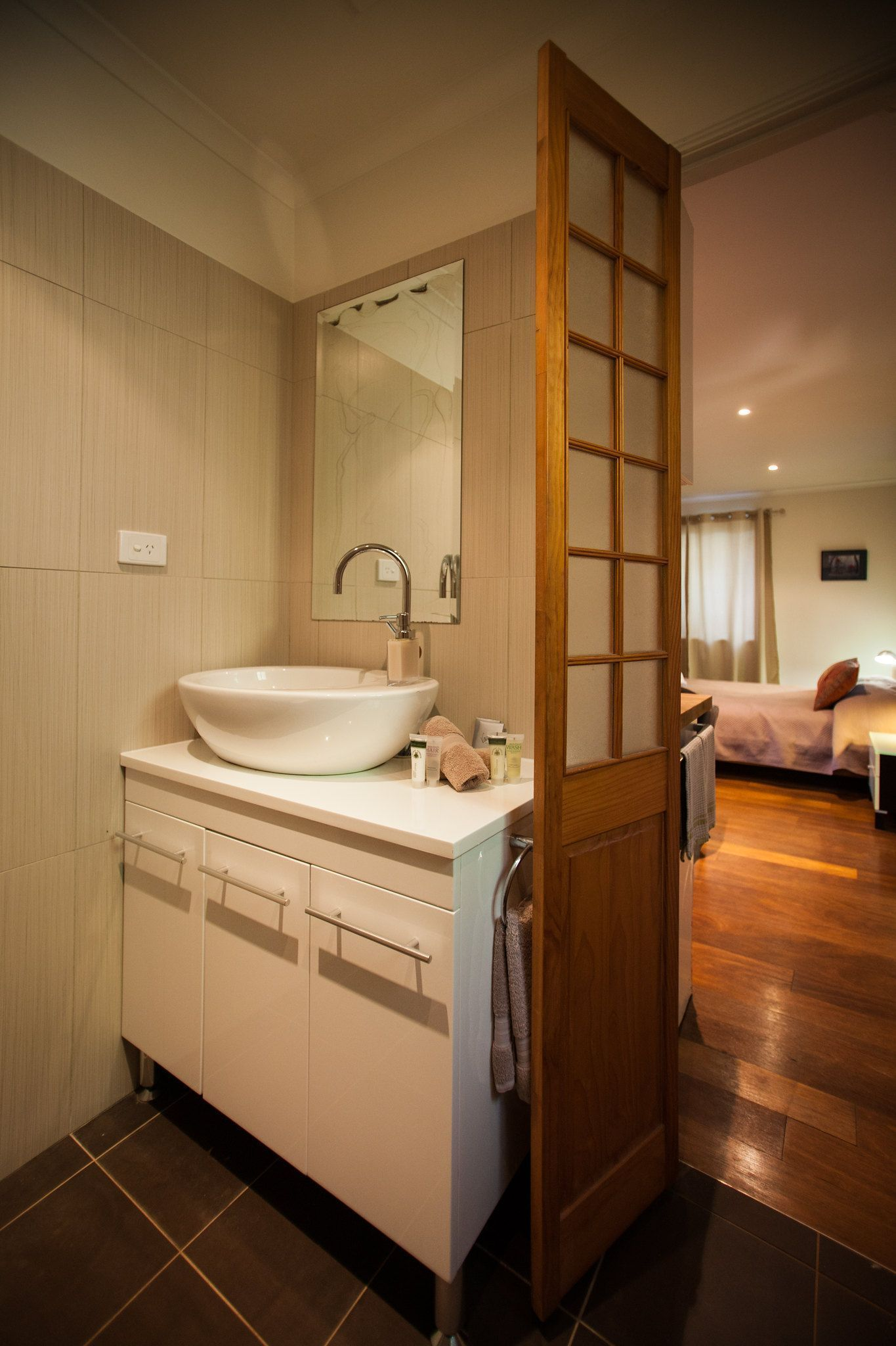 Tips on How to Design a Small Ensuite Bathroom | Ensuite ...