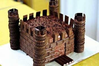 Toca Comer.  Castillo de chocolate. Marisol Collazos Soto, Rafael Barzanallana