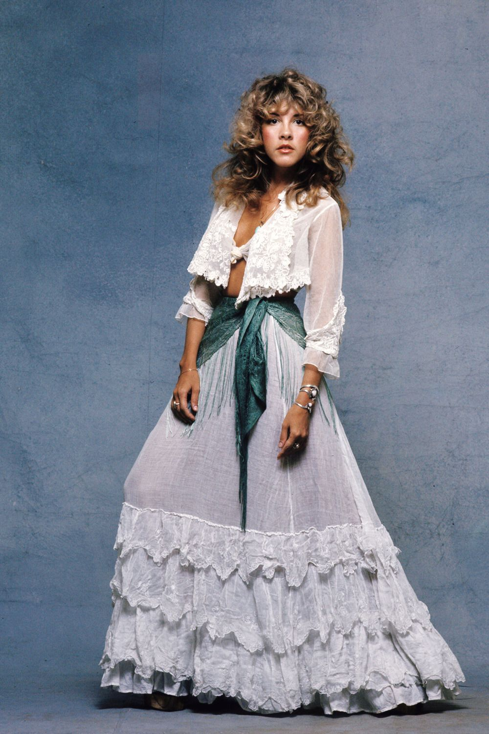 Stevie Nicks Photographed By Sam Emerson In 1977 Stevie Nicks Style Stevie Nicks Fashion [ 1500 x 1000 Pixel ]