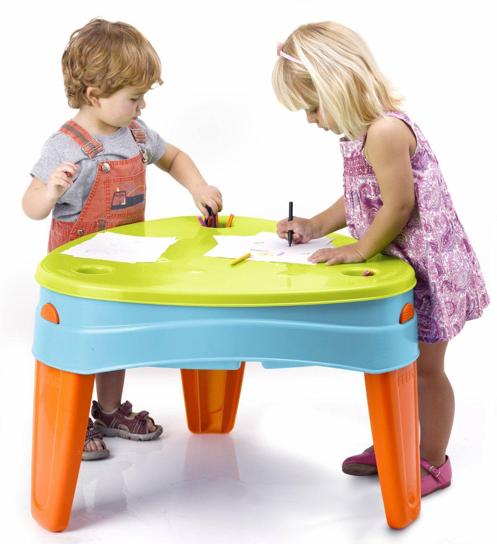 Une table de jeu idéale qui fait office de bureau pour les loisirs créatifs mais aussi de bac à sable pour laisser exprimer la créativité des enfants !