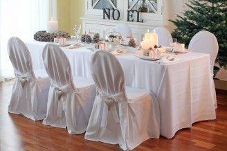 Weihnachtliche Tischdekoration mit Tischdecken, Servietten, Stuhlhussen, festlicher Deko