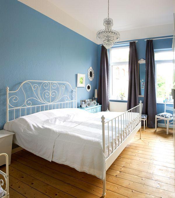 Schlafzimmer Blau: Schlafzimmer#blau#Kronleuchter#Ikea#Weiß#vintage#