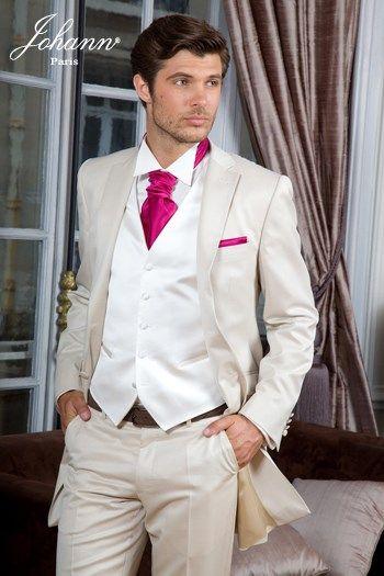 costume beige accessoires rouge mariage costume mariage costume beige et robes de soir e. Black Bedroom Furniture Sets. Home Design Ideas