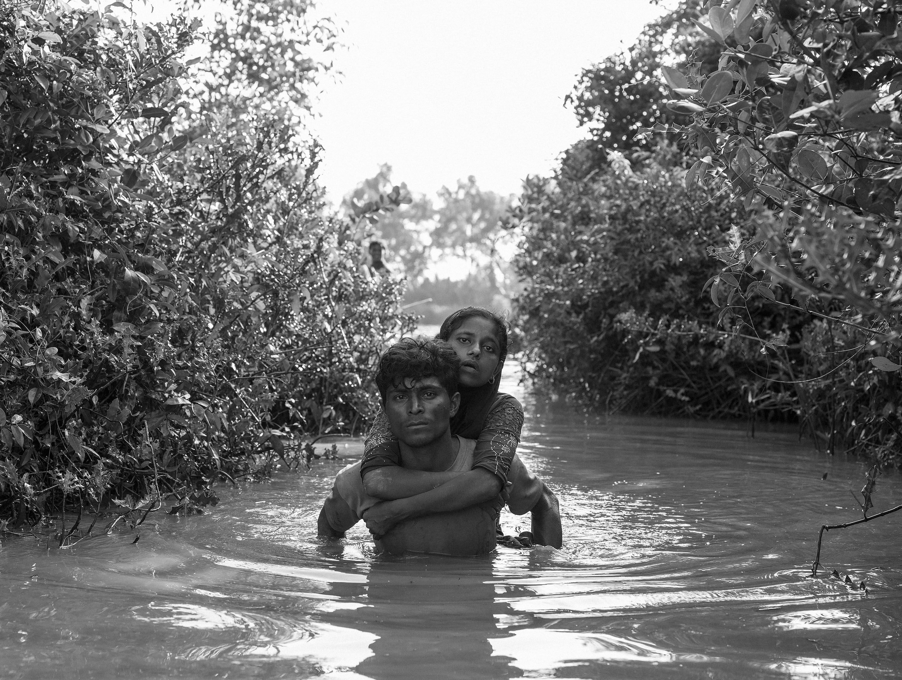 Rohingya refugees cross the naf river from myanmar into bangladesh anjuman para bangladesh october 16 2017 moises saman magnum photos