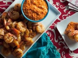 Grilled Garlic Shrimp with Romesco Sauce Theres more at http://porkrecipe.org/posts/Mini-Taco-Meatballs-appetizer-28641