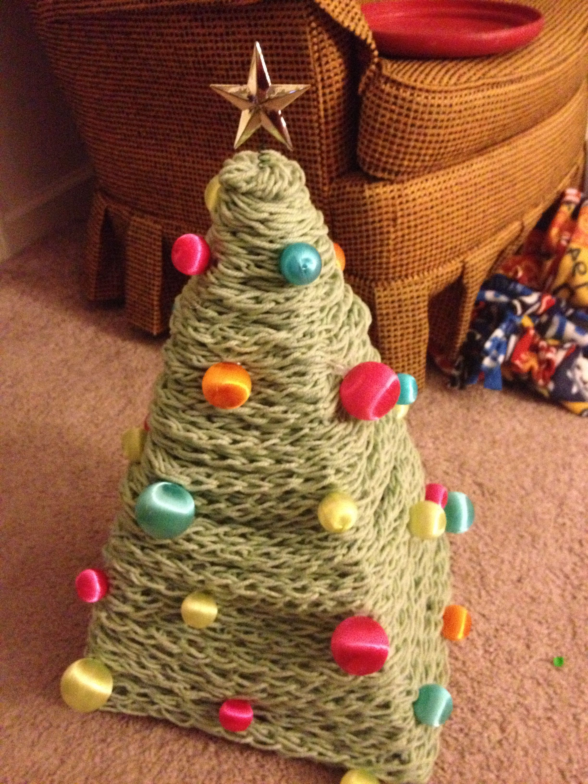 Make Your Own Christmas Tree Out Of Yarn Wire Hangerini Ornaments Diy Fun