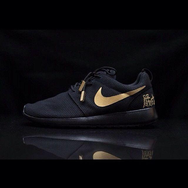 Nike Roshe Black And Gold