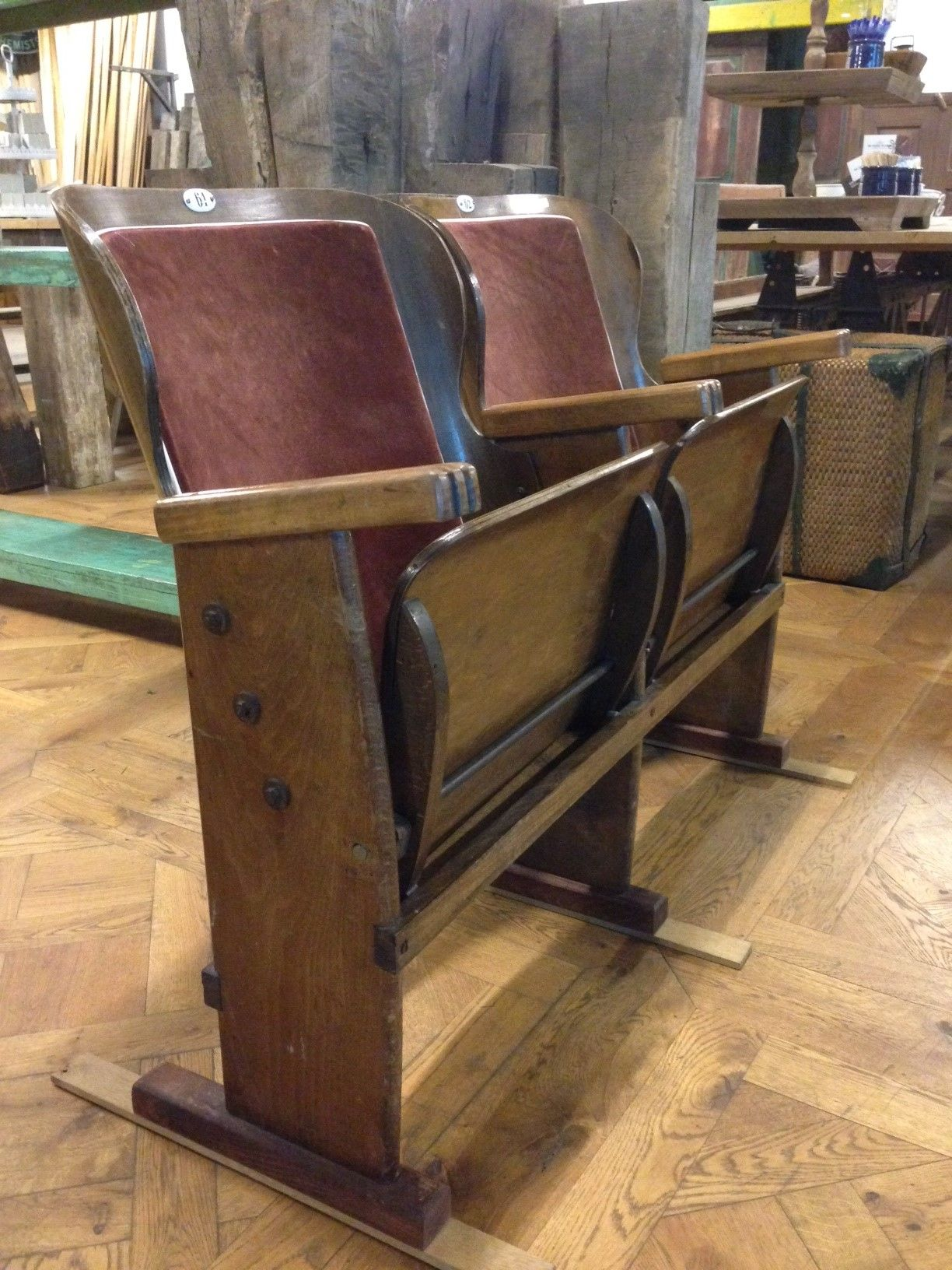 Oude bioscoopstoeltjes te koop bij de oude plank meubels en decoratie van de oude plank - Rustieke eetkamer decoratie ...