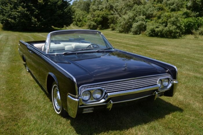 1961 Lincoln Continental Convertible Black Four Door With White And Black Interior They Don T Make Cars Lik Lincoln Continental Lincoln Ford Lincoln Mercury