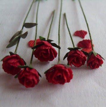 Casa de muñecas en miniatura 1:12th escala rosas rojas en tazón de fuente