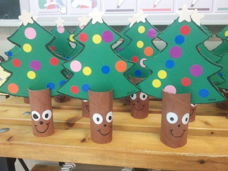 Manualidad infantil rbol de navidad reciclar cart n wc - Adornos de navidad con cartulina ...