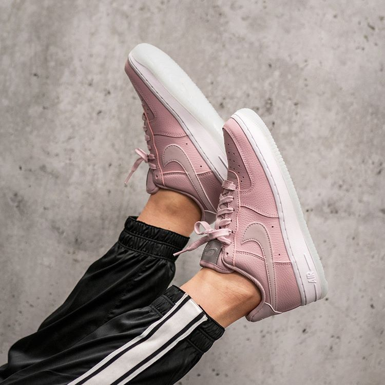 Nike Wmns Air Force 1 '07 Essential | Zapatos nike, Zapatos ...