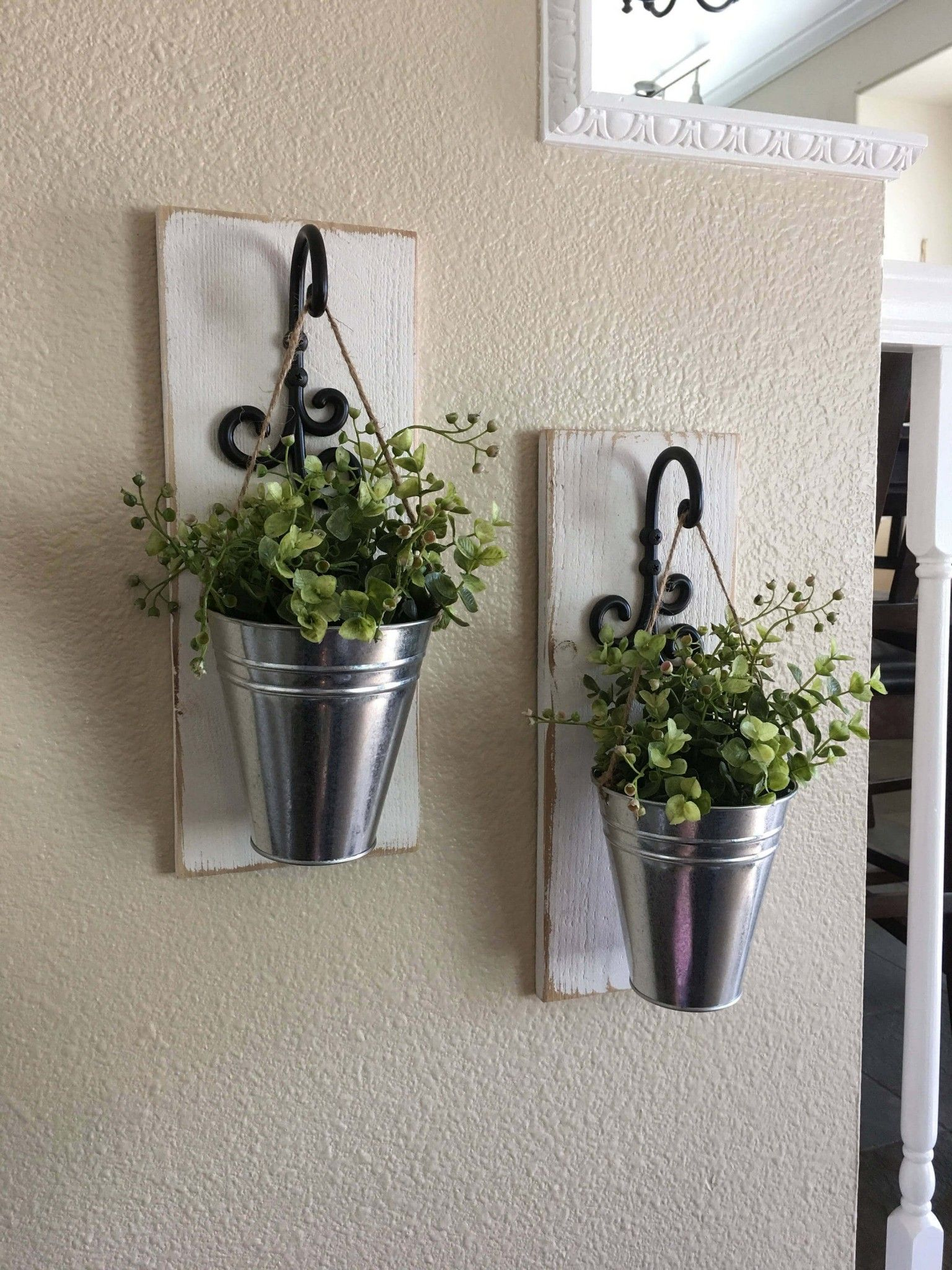 Steel, Iron, and Plank Plant Hangers #palettendeko