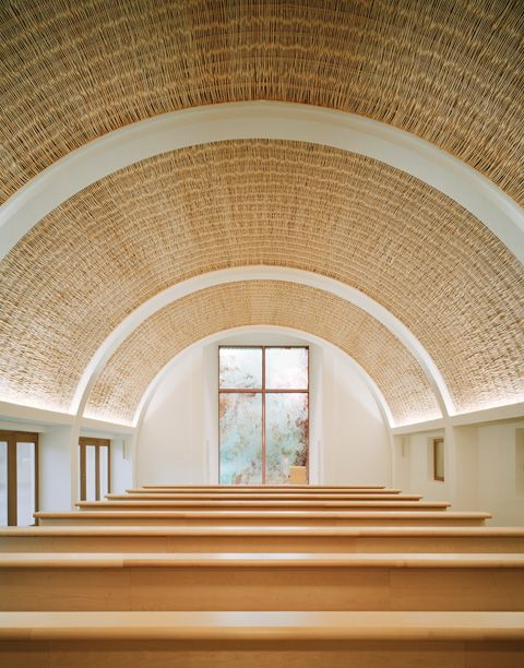 WICKER CEILING. Funeral chapel at the forest cemetery in Aalen by Kaestle Ocker Roeder Architekten | Photo © Brigida Gonzalez