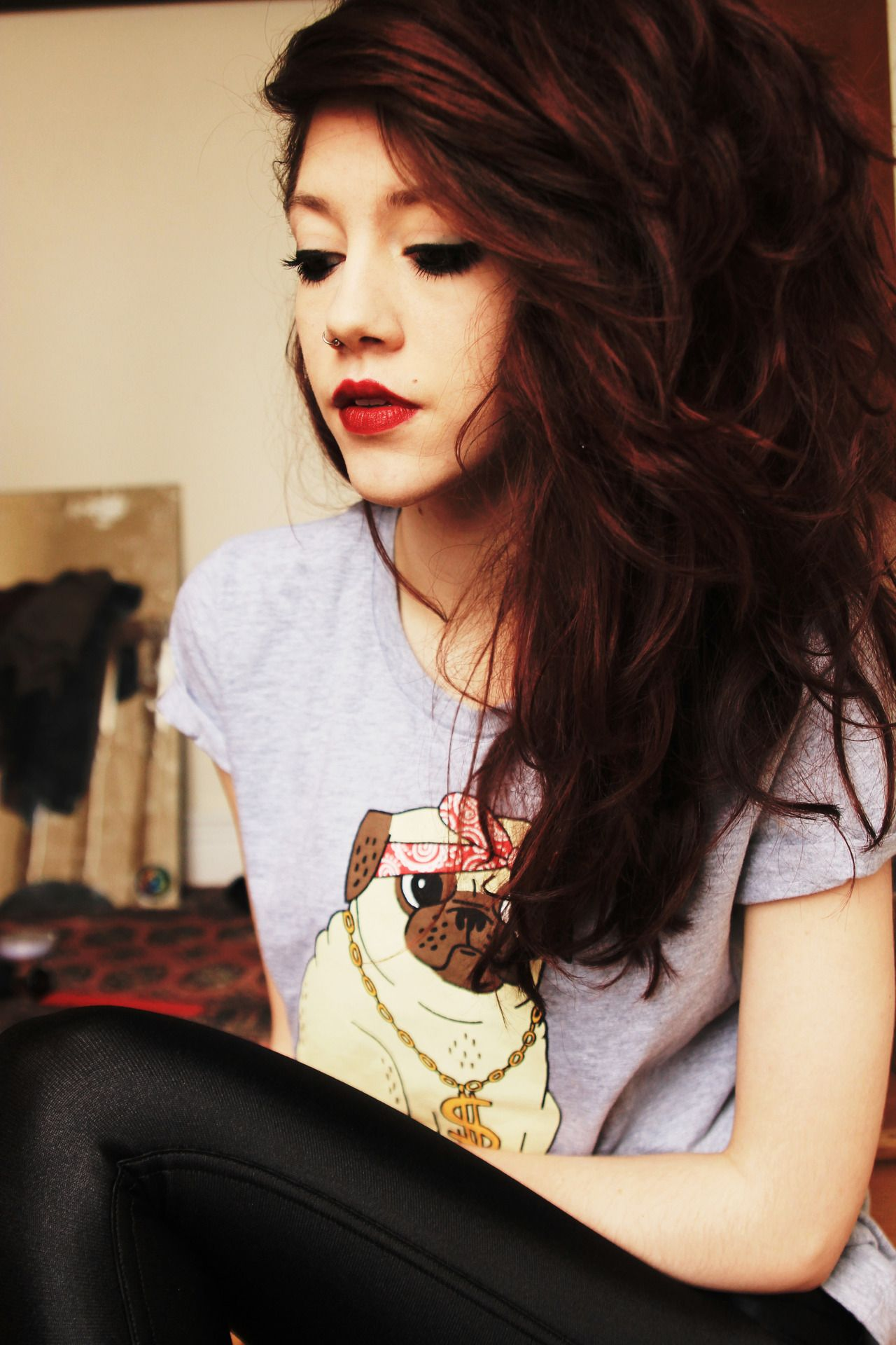 Grungey feel with this look and i love the lipstick and the tshirt