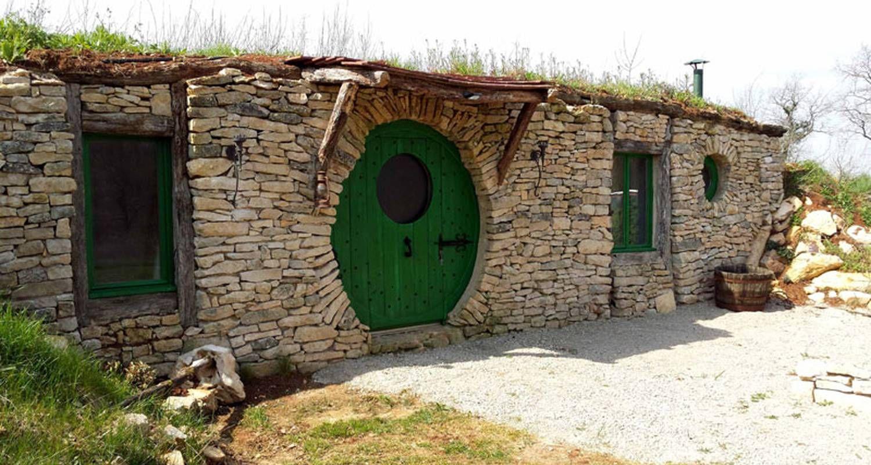 La Maison Hobbit Pour Des Vacances Insolite En Tarnetgaronne Maison Hobbit Maison Vacances Insolites
