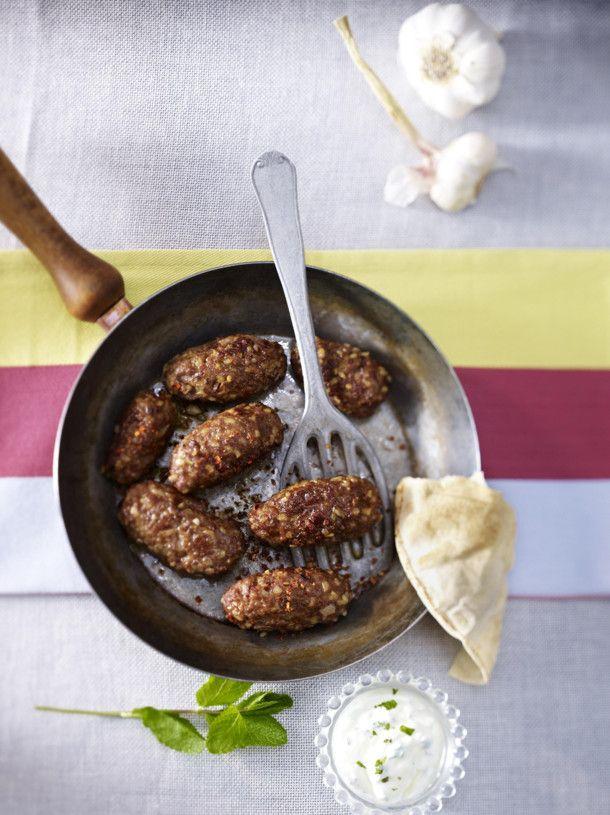 Unser beliebtes Rezept für Türkische Köfte mit Minz-Joghurt-Dip und mehr als 55.000 weitere kostenlose Rezepte auf LECKER.de.