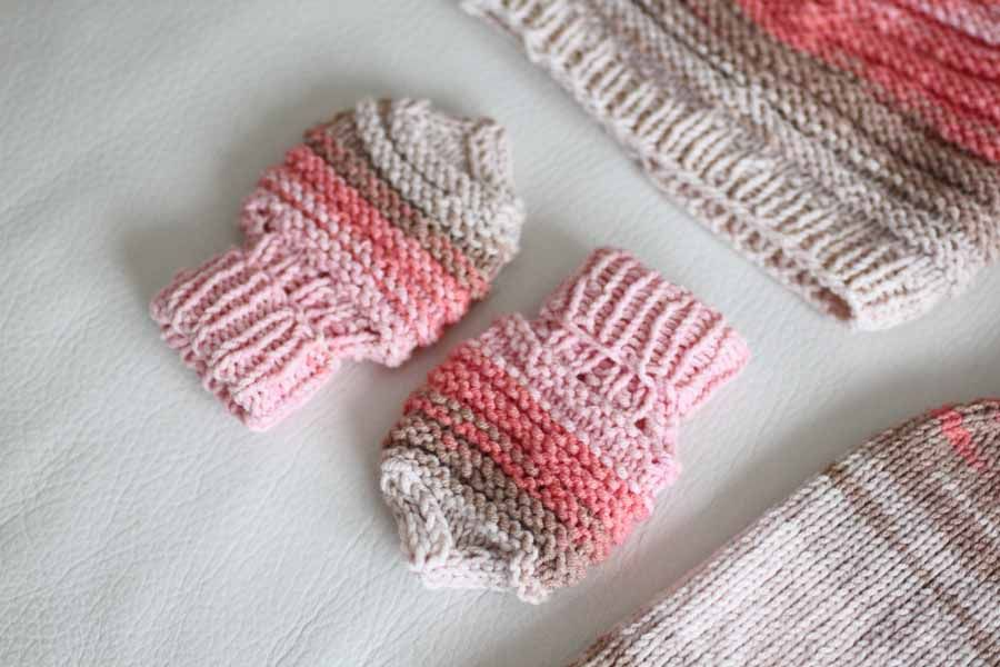 Ručně pletená výbavička pro miminko b6ae46c023