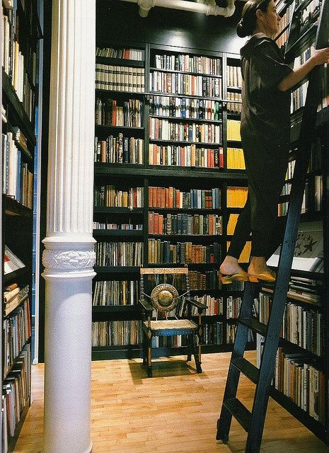 Michele Oka Doner's New York library, featured in the book At Home with Books.  - #shelving