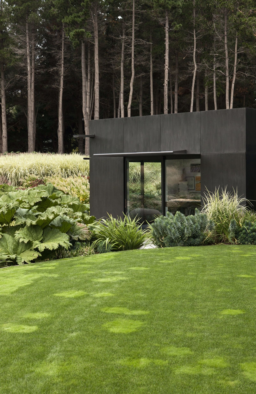 Suzanne Turley Modern Landscaping Garden On A Hill Modern Landscape Design
