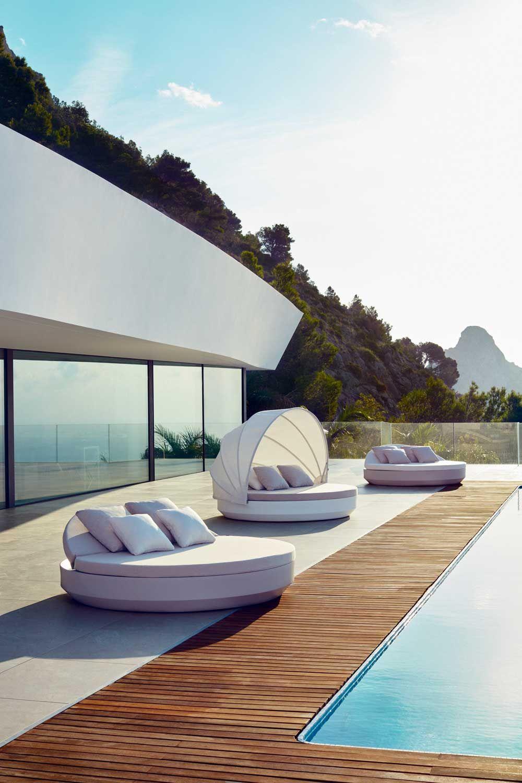 Lit Exterieur Design dehors, les matières s'expriment   piscines design, terrasse