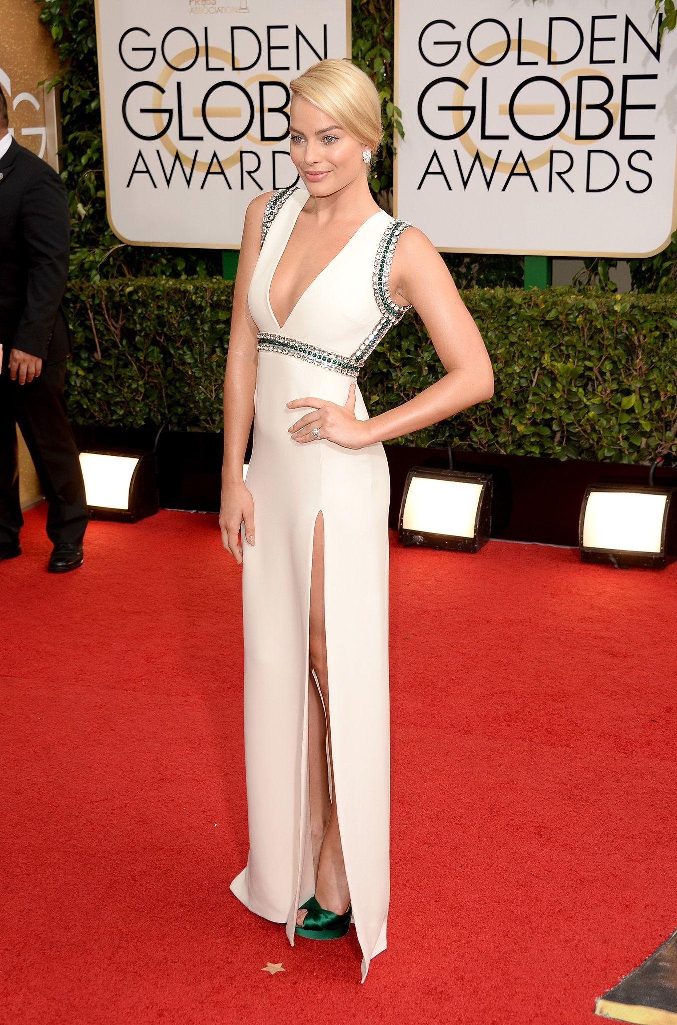 Anna faris wedding dress  Margot Robbie Cracks Jokes at Her First Golden Globes  Margot