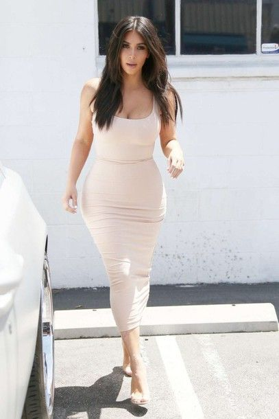 666f61c64ac Wheretoget - Kim Kardashian wearing a white bodycon midi dress ...
