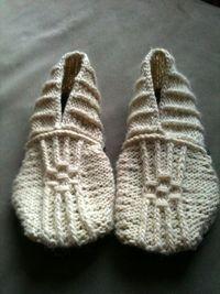 DIY Knitting Pattern - Japanese House Slippers. @ Juxtapost.com