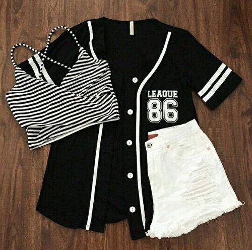 1ad3c03f32af Conjunto hermoso top a rallas camisa olgada o beisbolera y un short ...