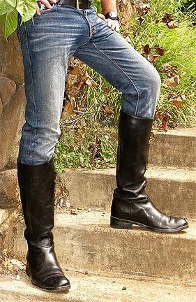 Levi's in boots. A classic look ? | Trend
