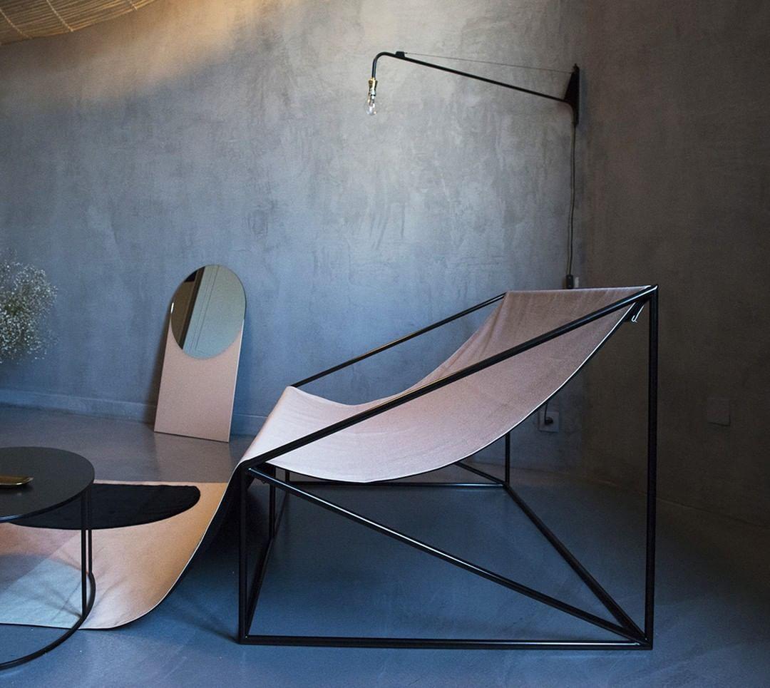 Provenance De La Photo Instagram Ideat Magazine Design Paris Gallery Decorativearts Notre Site Web Www Antiquesmc Fr Bonn En 2020 Deco Design Objets Vintage