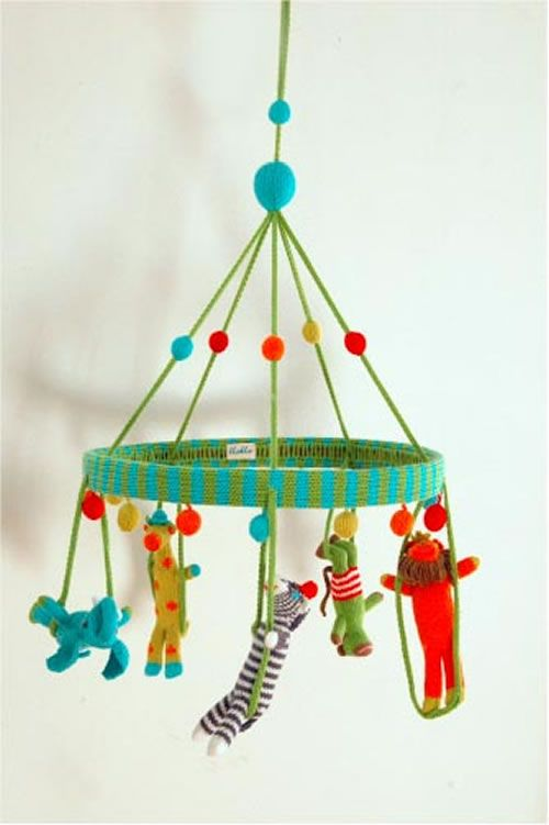 Jungle mobile by @Blabla Kids! Would make for a fun & unique baby shower gift!