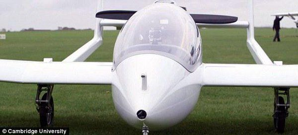 """Daily Mail OnlineさんはTwitterを使っています: """"New plane could be the world's first green aircraft http://t.co/d7QHeIo0WJ http://t.co/SGQJfR9VXj"""""""