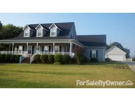 REDUCED- Southern Charm/Pool/Bonus Room/Two Garages