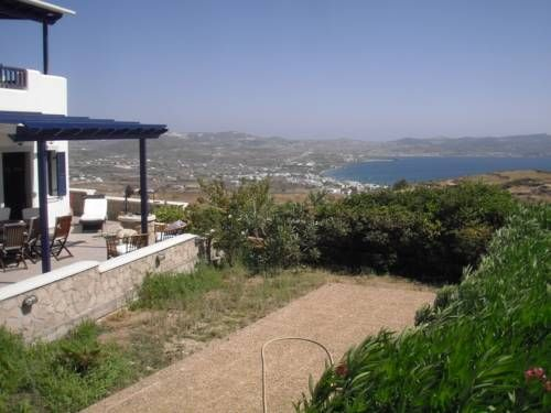 Milos Sun Villa Plaka Milou Milos Sun Villa is a detached holiday home featuring a garden with a barbecue, situated in Plaka Milou. Featuring free private parking, the holiday home is 1.7 km from Catacombs of Milos. Free WiFi is offered throughout the property.