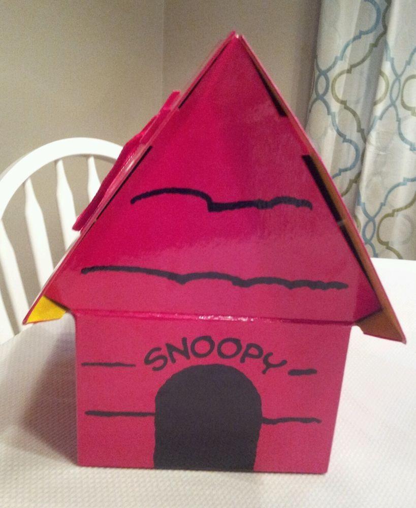 Hallmark Peanuts Snoopy Doghouse Gift Box Christmas Cardboard Red