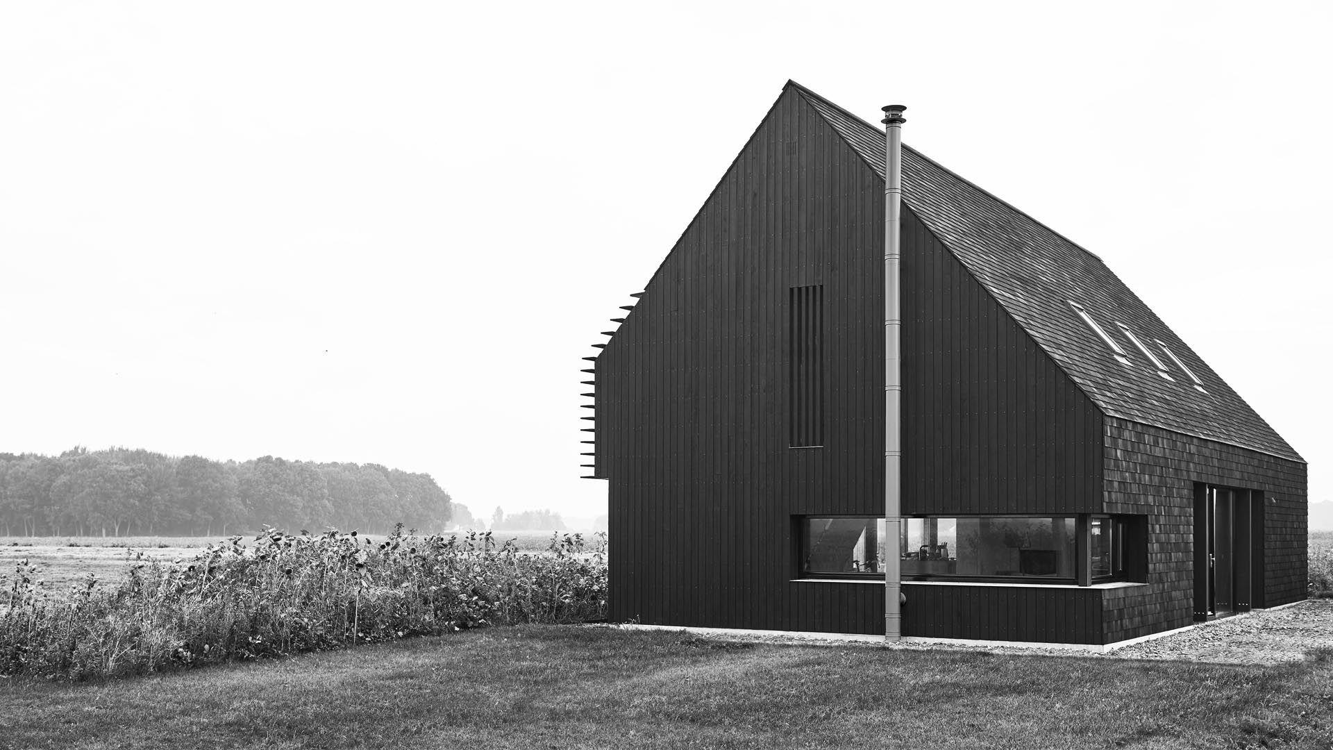 Schuurwoning paterswolde barn house schuur huis zwart black hout modern schuurwoning - Exterieur ingang eigentijds huis ...